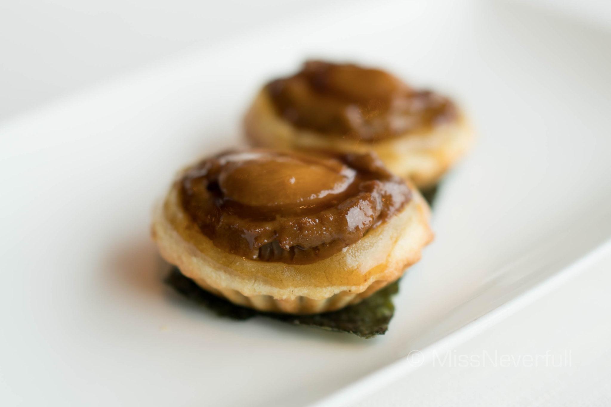 燒鵝鮑魚酥 Baked abalone puff with roasted goose (HK$138/2 pieces)
