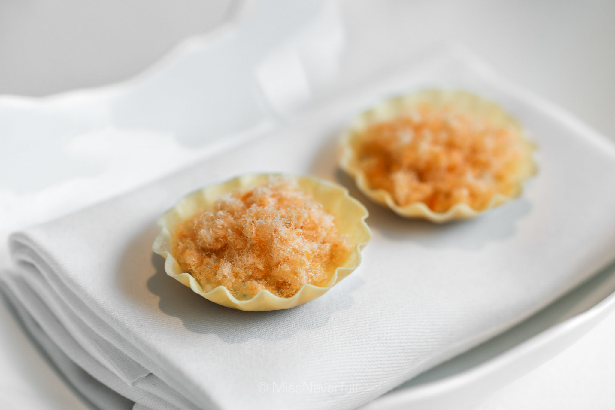 Dried trout and scallops tarts