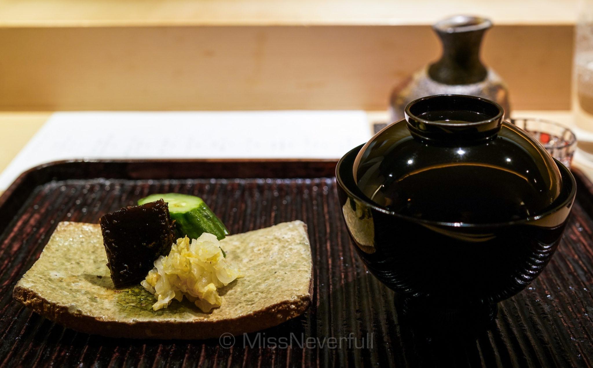 香の物 なめこと油揚げの味噌汁   Pickles, miso soup with deep-friend tofuand Nameko mushroom