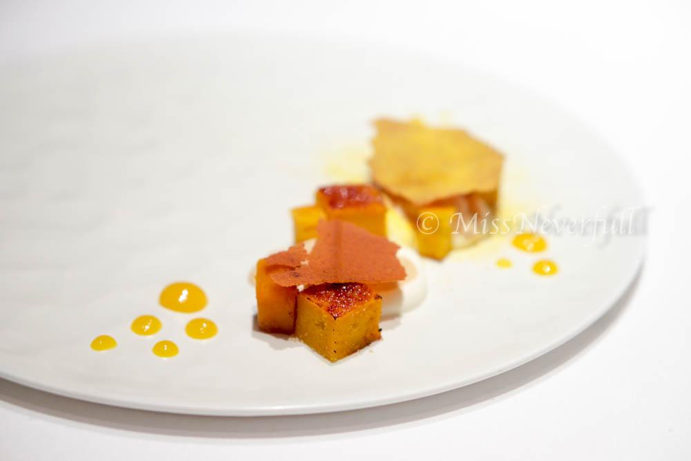 6. Steamed pumpkin cake, apricot, orange powder