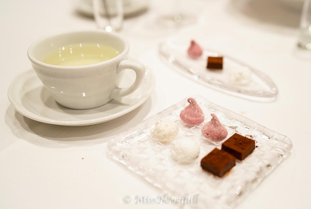 Coffee & tea, petit fours