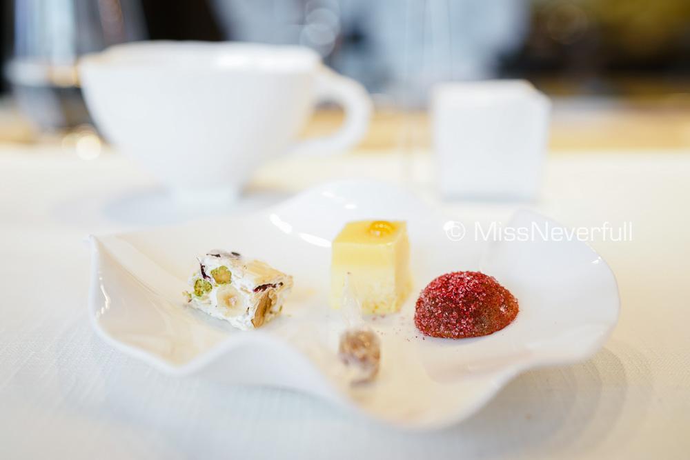 Petit Four & tea/coffee