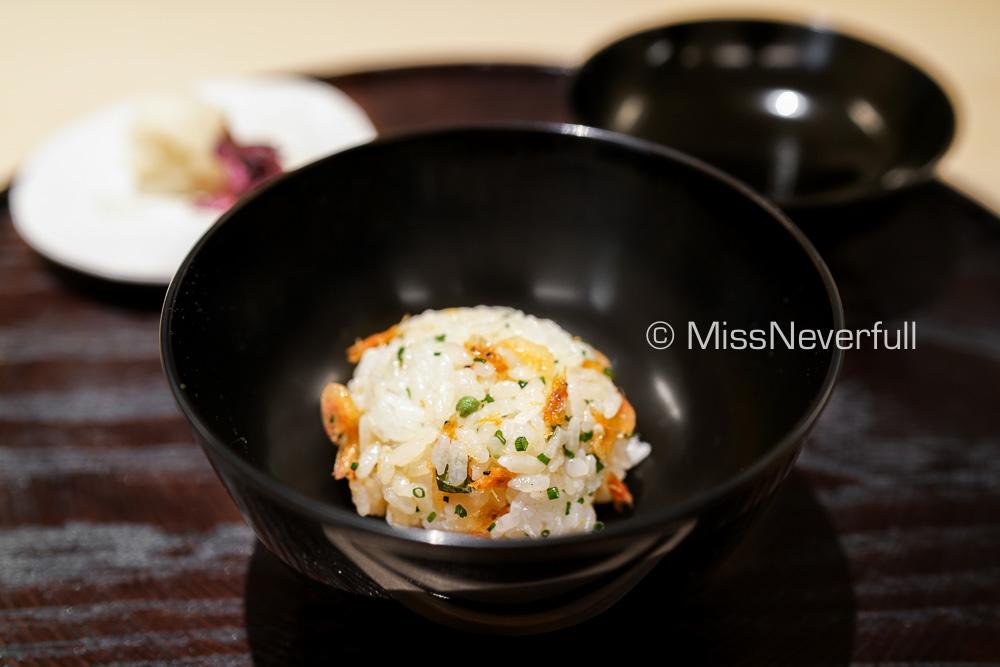 食事: 桜海老おにぎりと香物 | Sakura-ebi rice ball, served with pickles