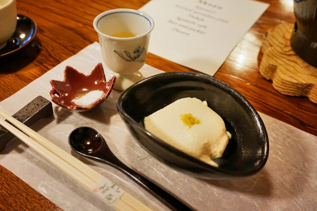 Appetizer: Plum wine, cold tofu with Okinawa sea salt  [先付:食前梅酒、冷豆腐、沖繩雪塩]