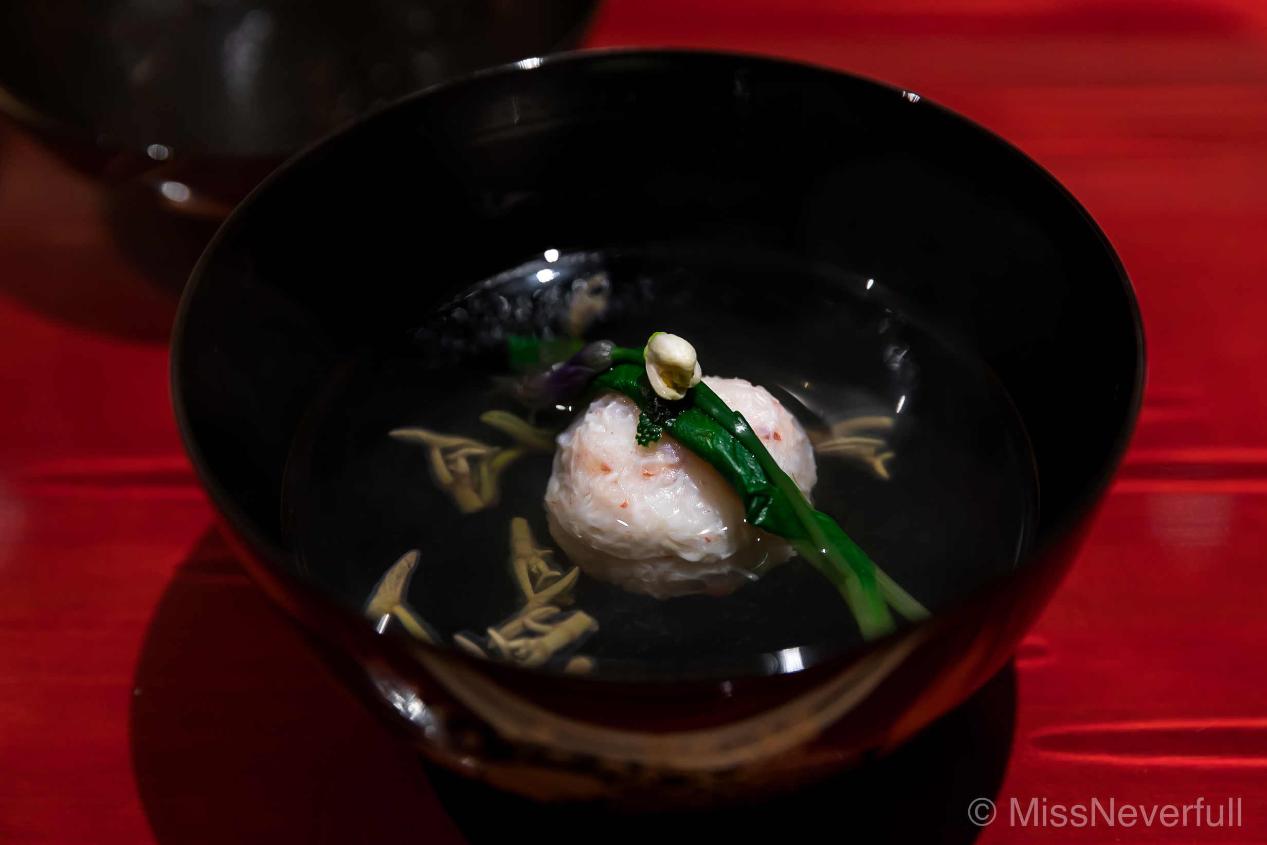 2. お椀:毛蟹真薯 蓴菜 ゆずの花