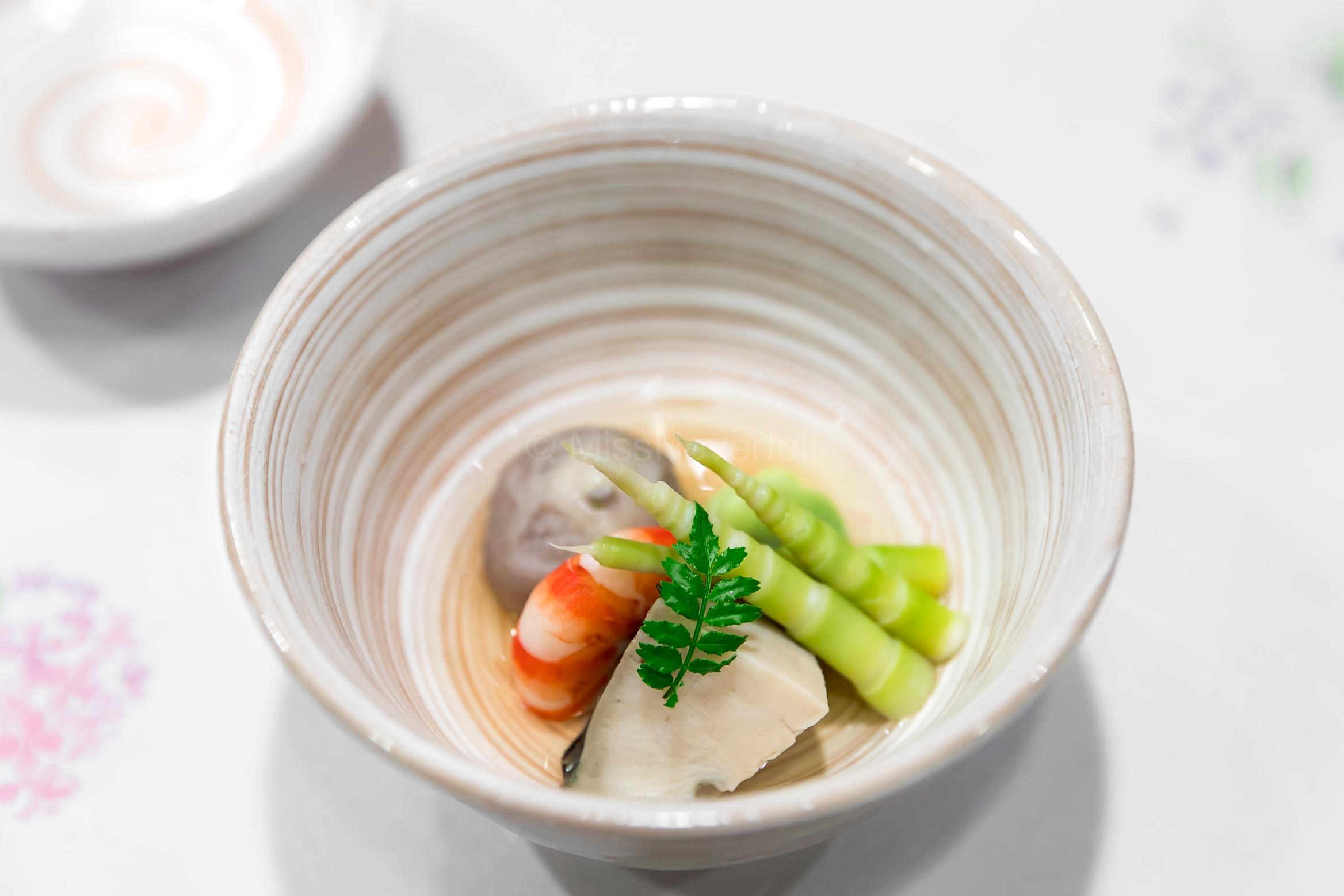 11. Simmered sato-imo (taro), bamboo shoots from Aomori, ebi | 煮物:里芋、青森の筍、海老、北海道の鮑、空豆