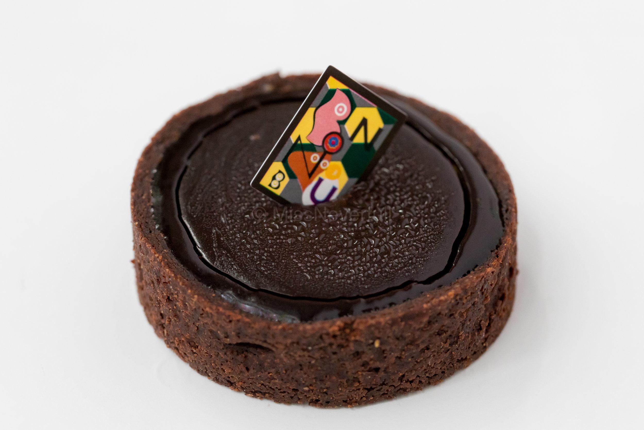 カカオ Cacao - made of only three ingredients: chocolate, water, and raw tart crust