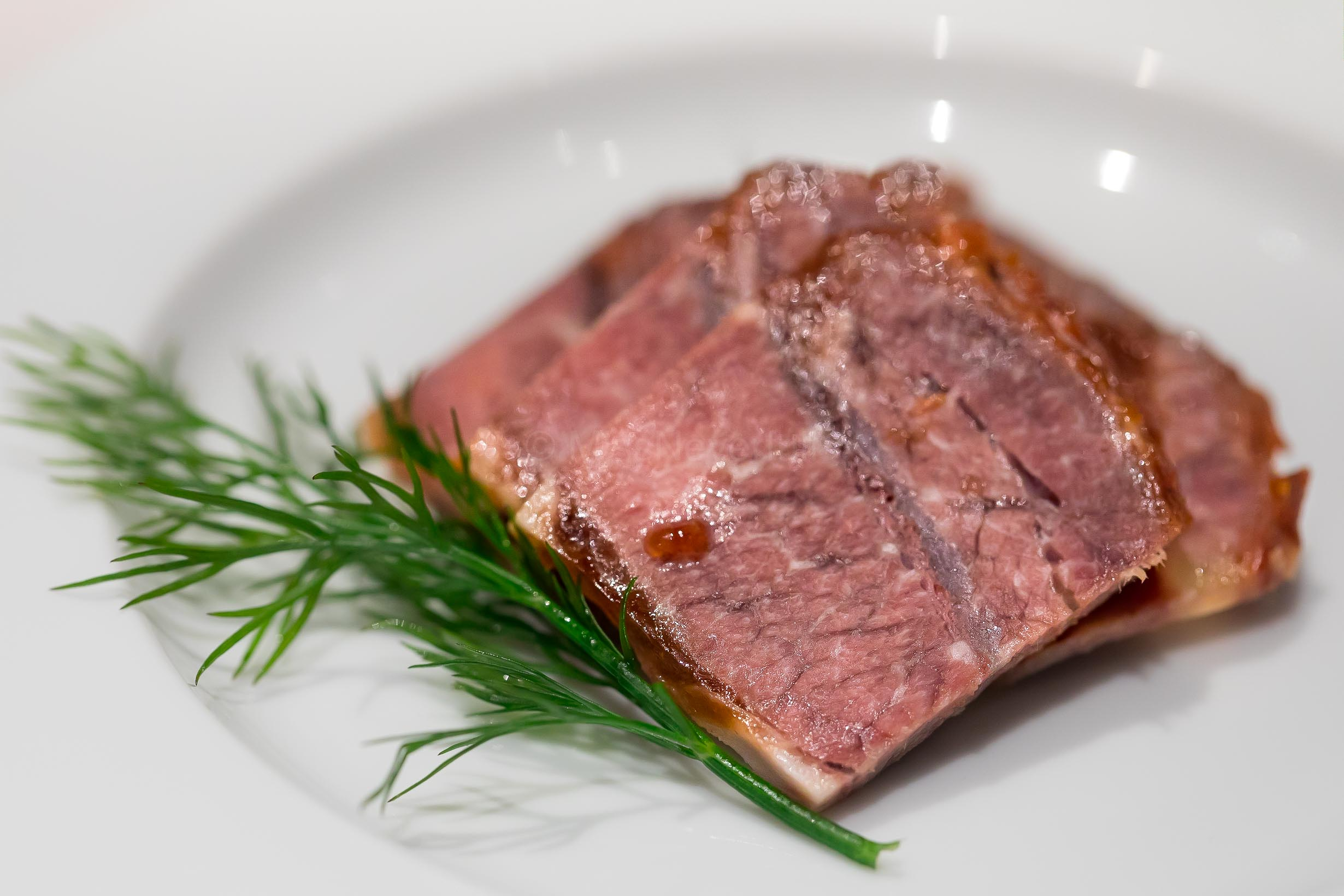 片片金錢牛 (JPY 1,050) Sliced marinated Japanese beef