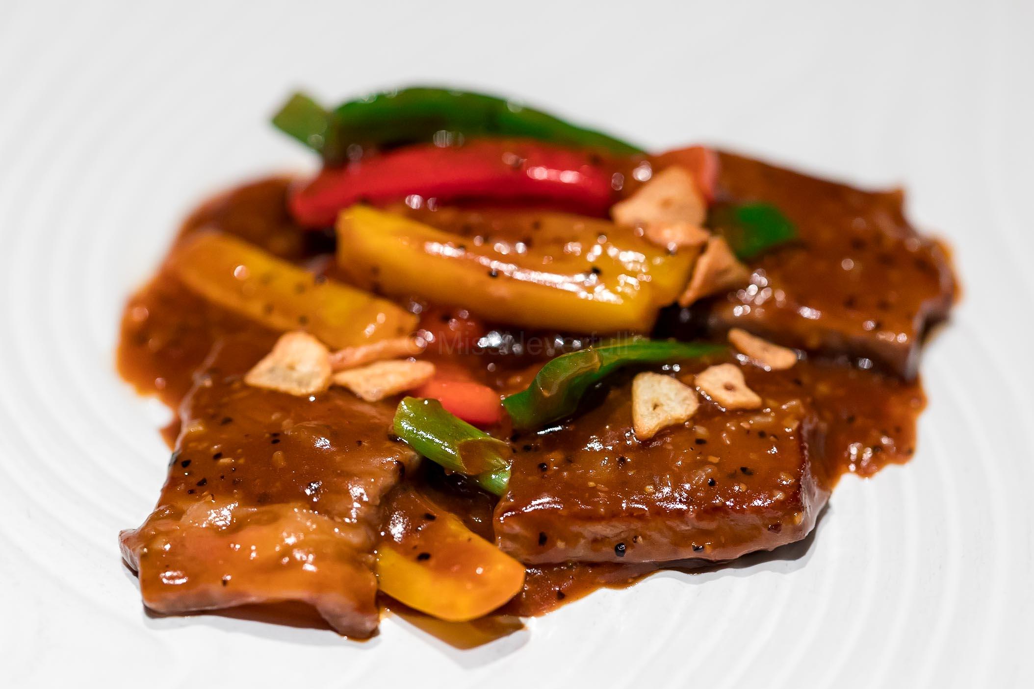黑椒和牛片 Wok-fried Japanese Beef with Black Pepper Sauce