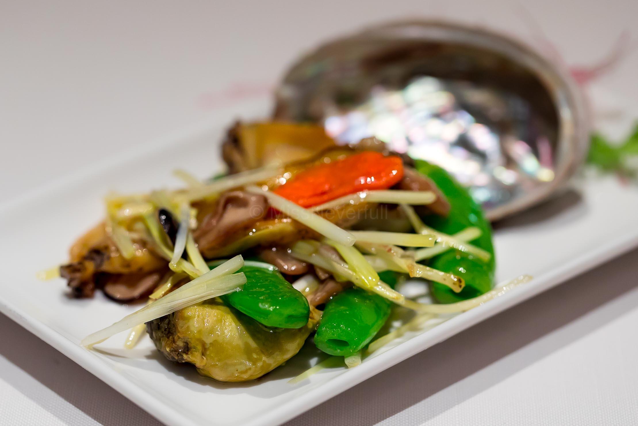 清炒鮮海螺 Stir-fried Sea Whelk and Vegetables (JPY 2,214)