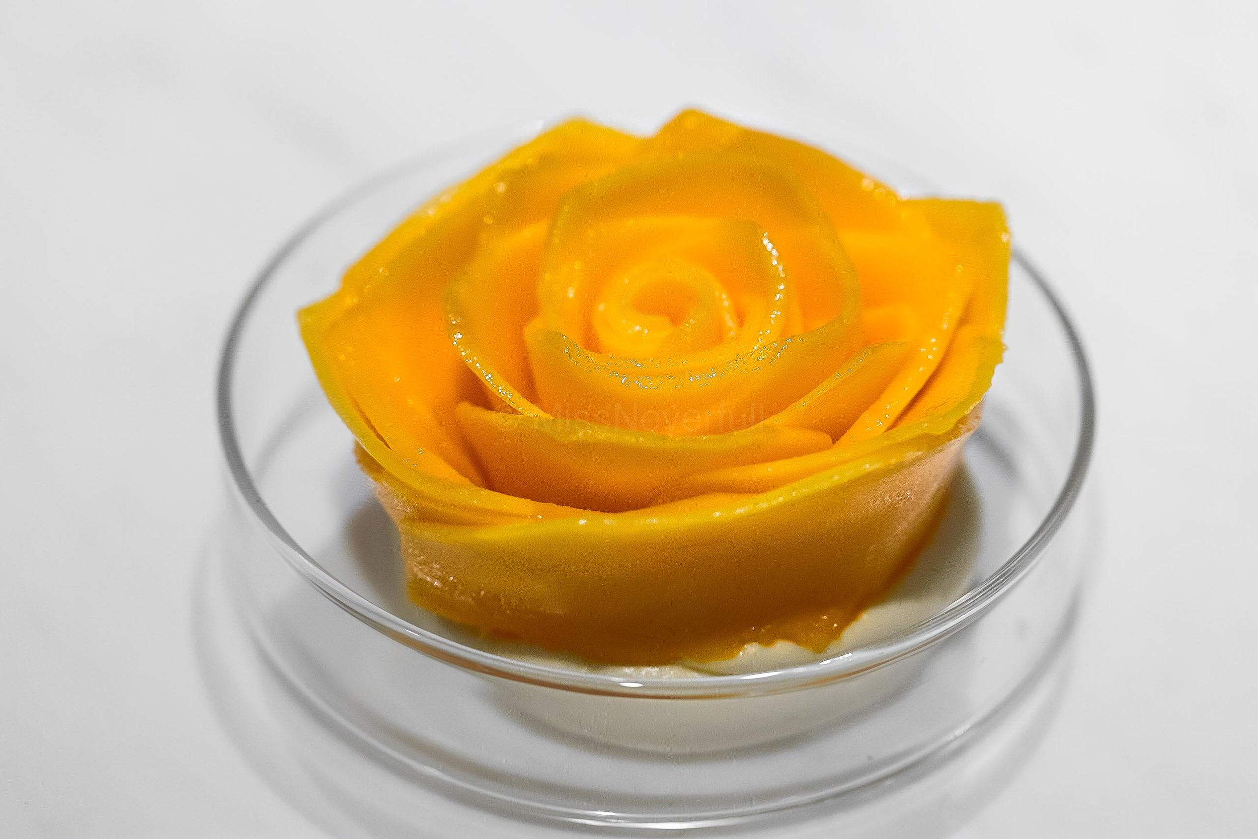 6.  The Signature Mango 'rose' tart マンゴーの蔷薇
