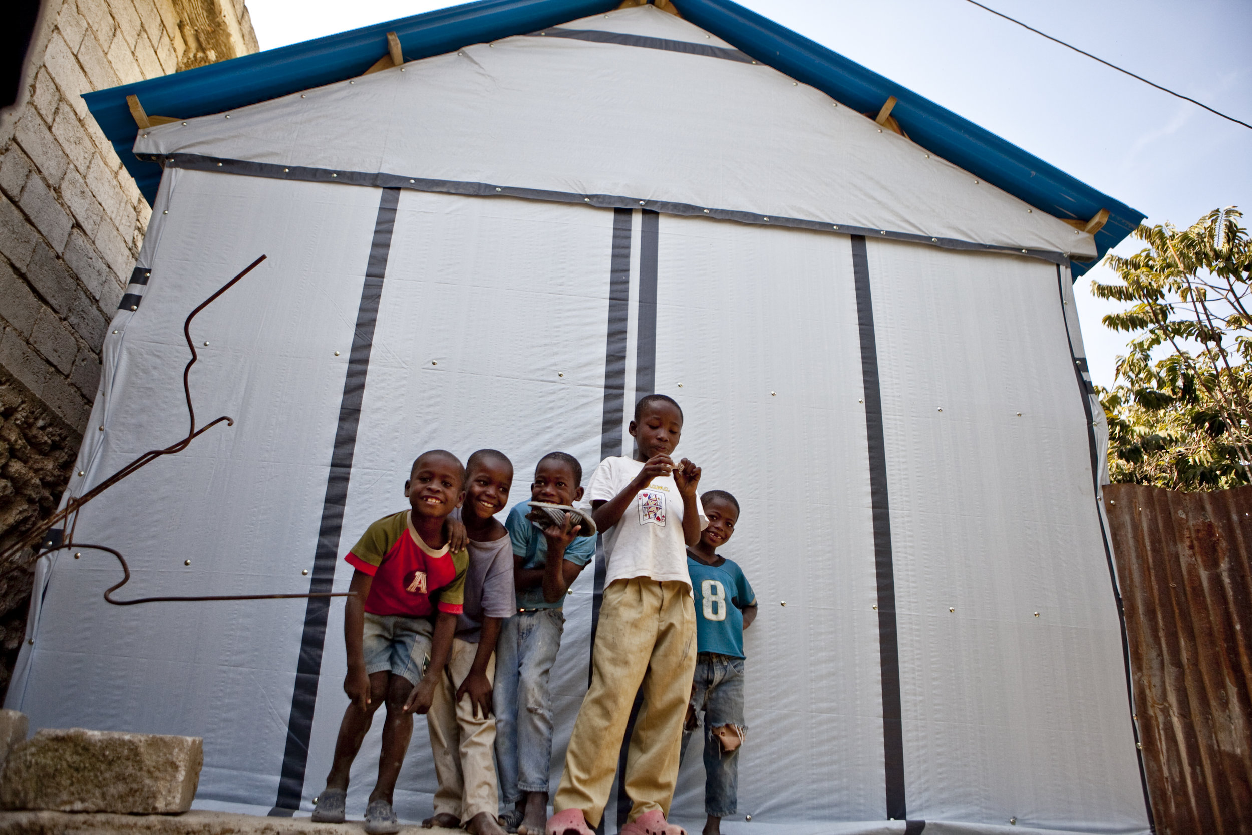 Kids in front of a transitional shelter in Astek, Carrefour.