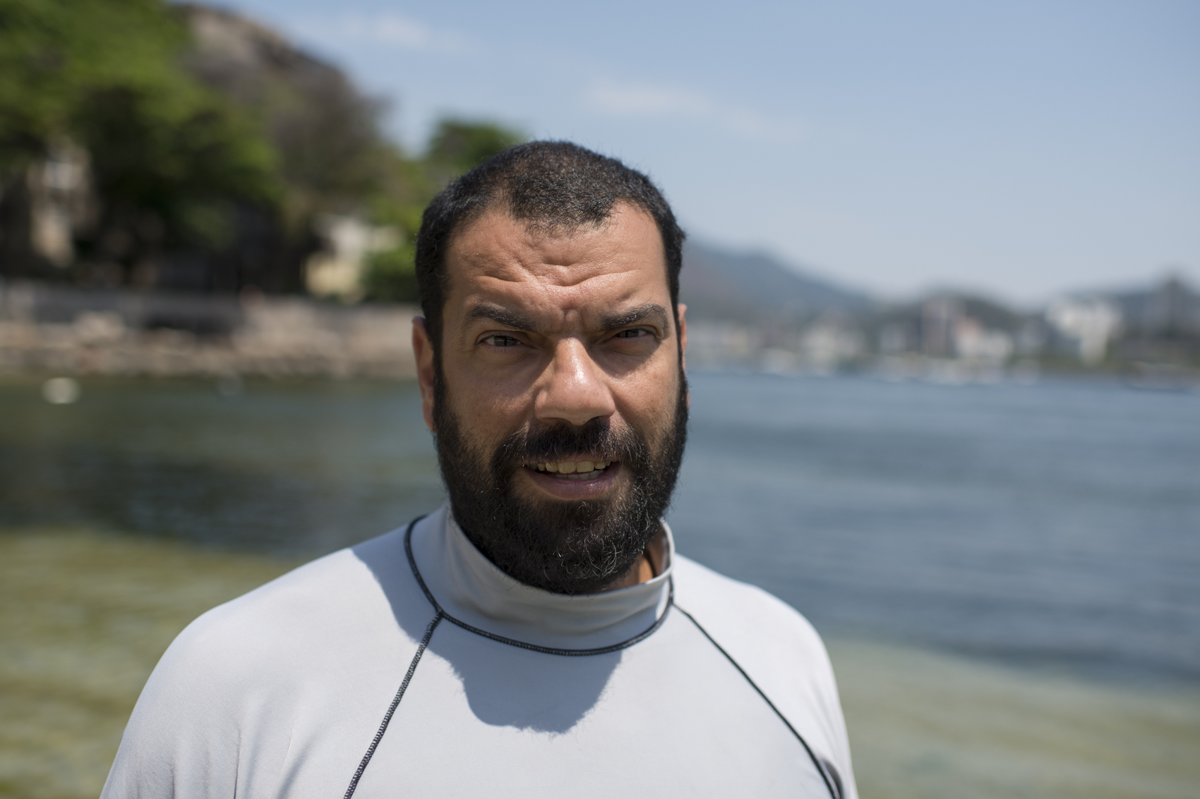 For the last 33 years, Ed dives at Urca Beach. This experience made possible for him to create a detailed map of the bottom of the sea, and a complete catalog of species that live there, all in his head. The environmentalist and educator made the place his lab and classroom. Besides the work he does in the water, he also give environmental education classes. This way, many locals and tourists that go to Urca Beach have been made aware of the effects of the trash on the environment, and how to properly dispose their waste.