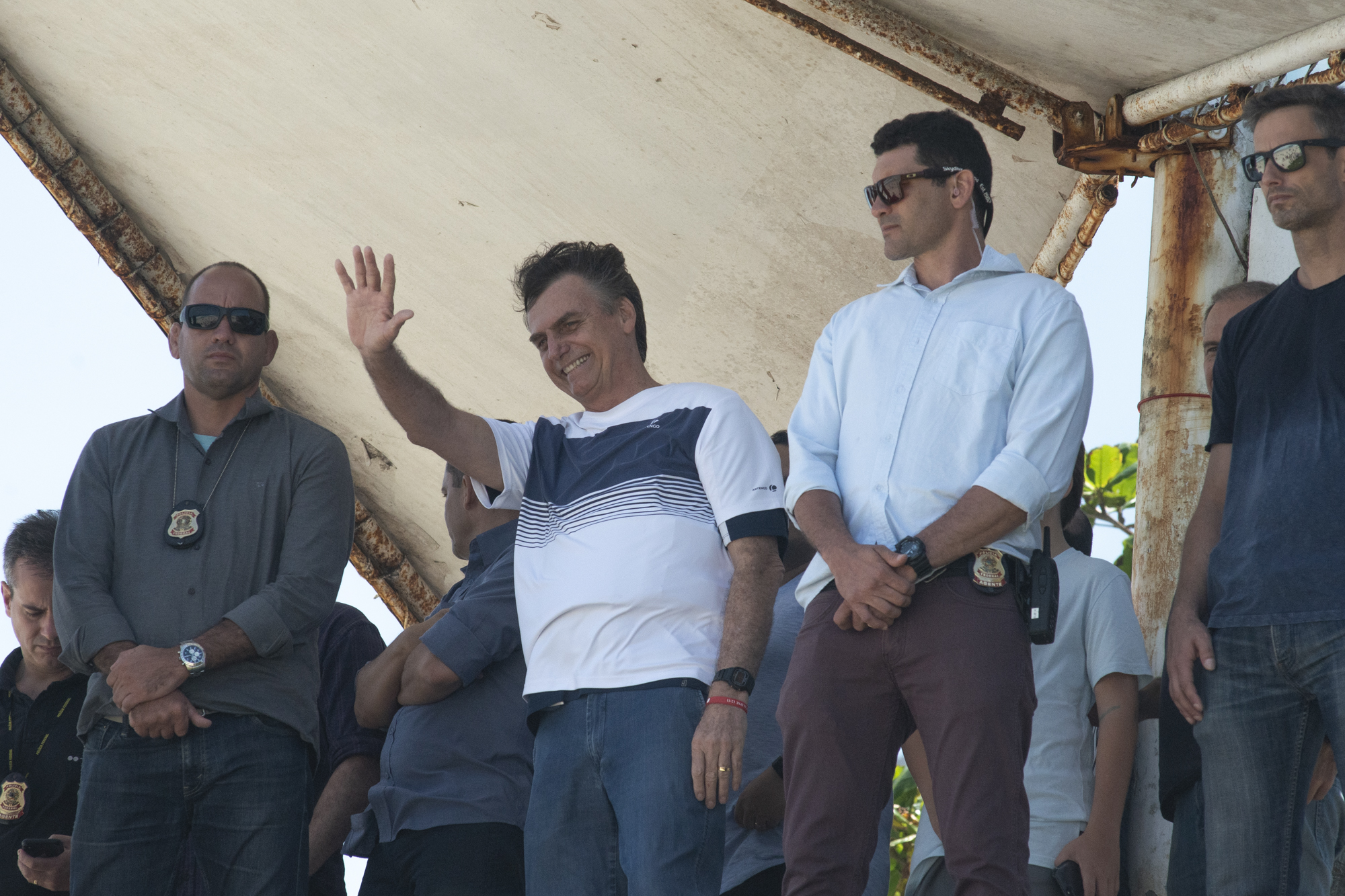 Brazil's new president-elect, Jair Bolsonaro, waves to supporters as he watches airplanes performing near his condominium at Barra da Tijuca neighbourhood in Rio de Janeiro, Brazil October 31, 2018. REUTERS/Lucas Landau