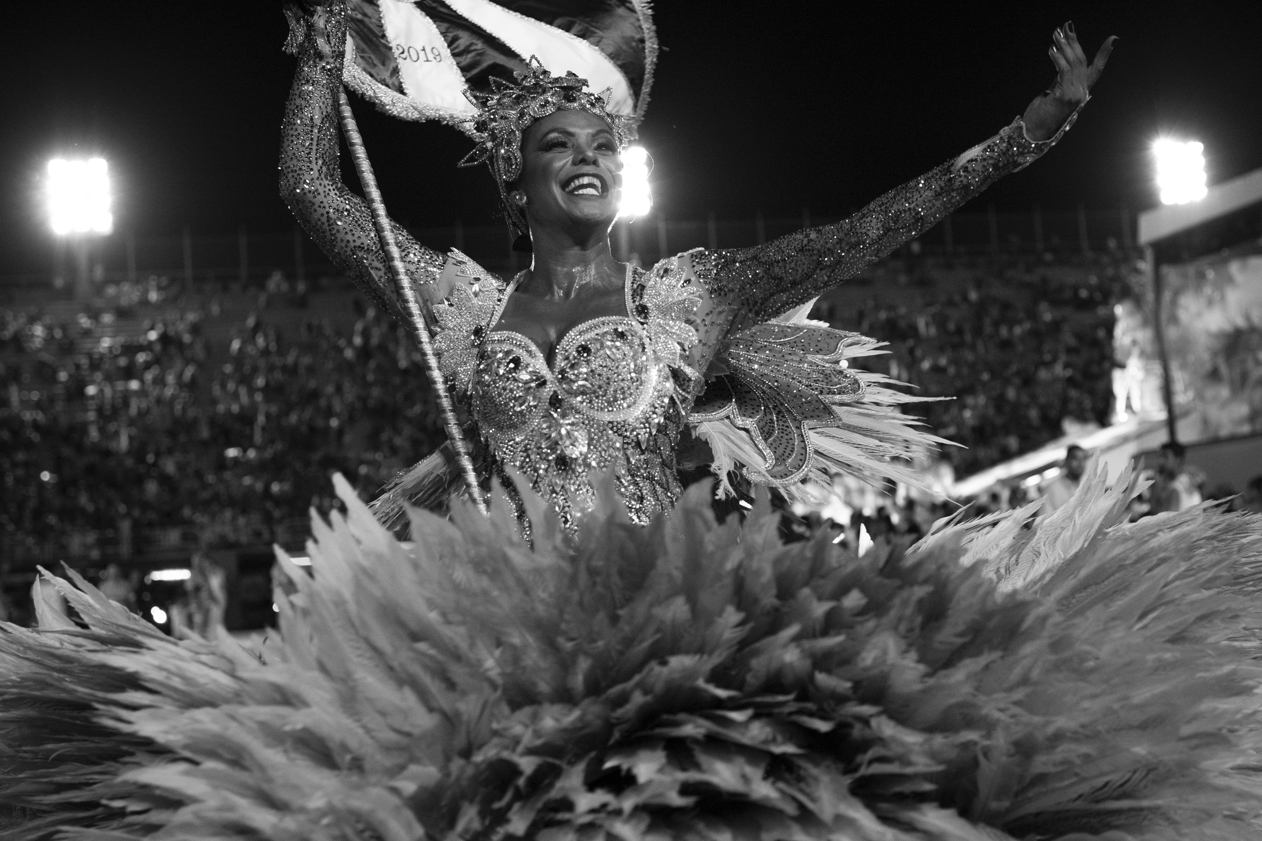 Revellers from Beija-Flor samba school perform during the second night of the Carnival parade at the Sambadrome in Rio de Janeiro. UOL/Lucas Landau