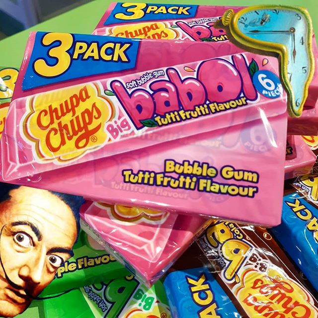 Did you know that in 1969, the late, renowned artist Salvador Dali was approached to design a logo for Spanish confectioners Chupa Chups...and he did!  #chupachups #salvadordali #weapprove ° ° ° ° #candy #candystore #kidinacandystore #lollipop #bubblegum #freaklunchbox