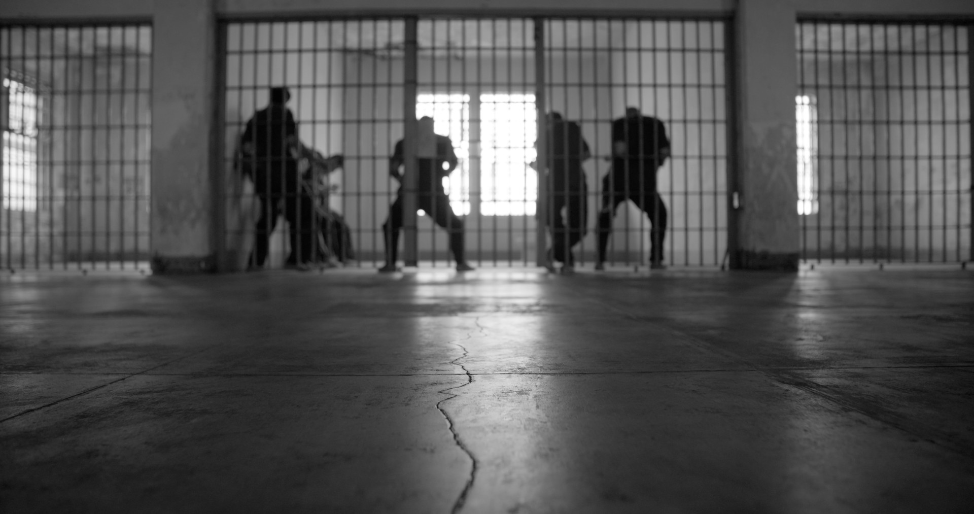 Photo 4 men_in_cell_on_Alcatraz_out_of_focus.jpg