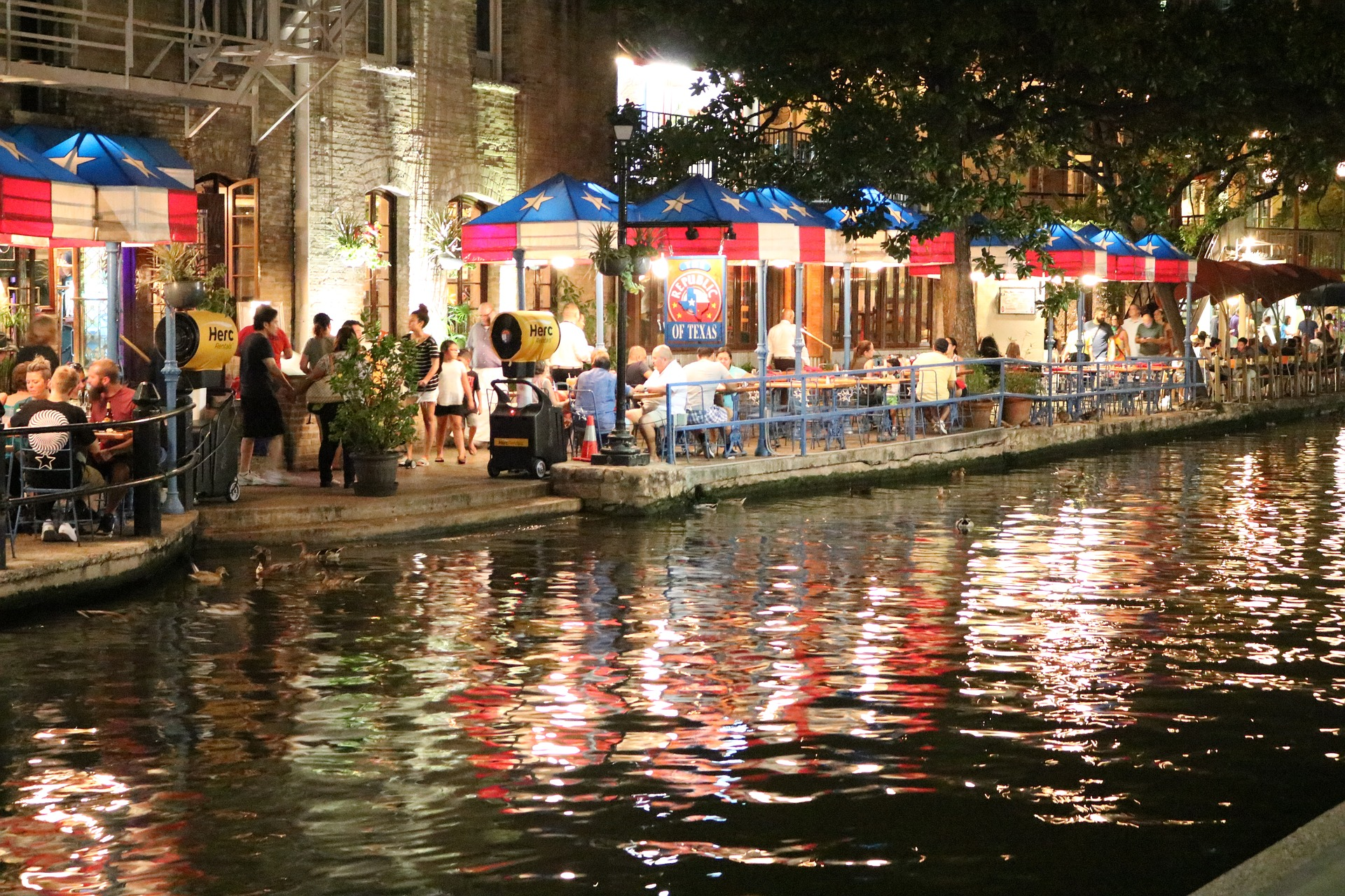 san-antonio-riverwalk-2705294_1920.jpg