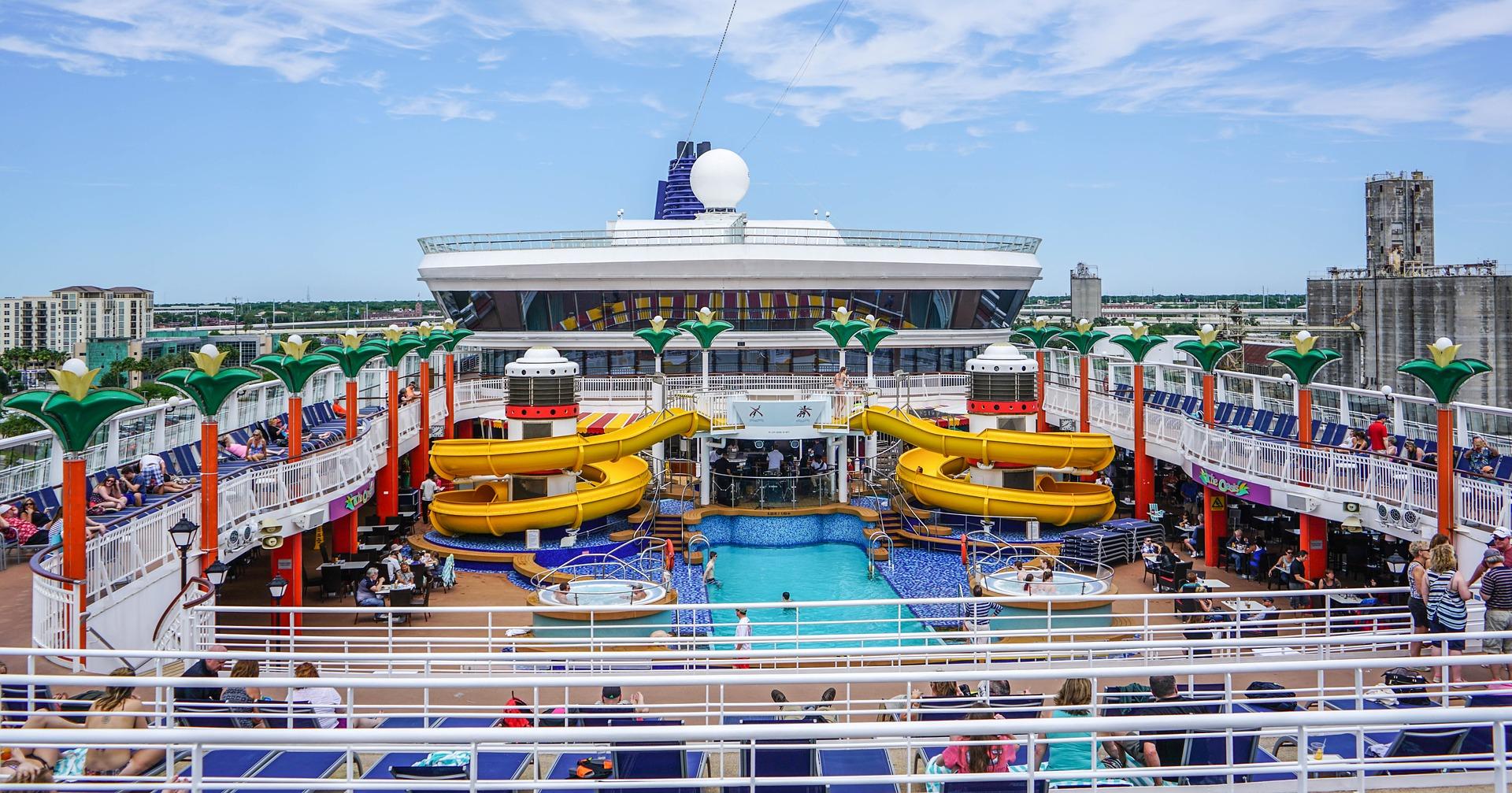 cruise-ship-1326079_1920.jpg