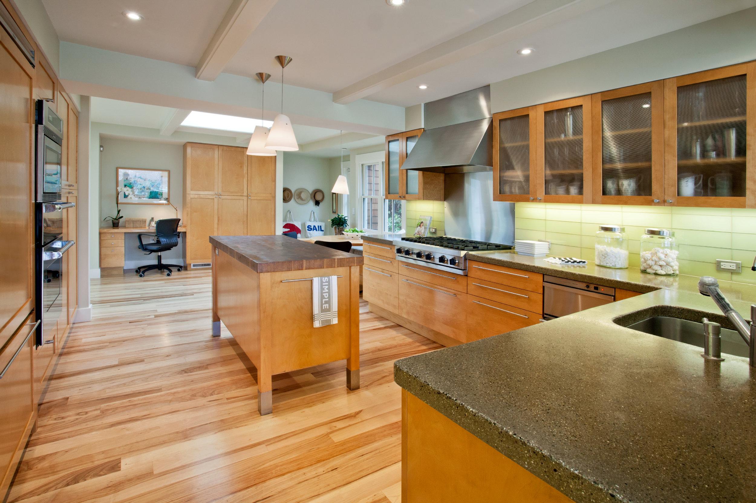 32 Peninsula_Kitchen2.jpg