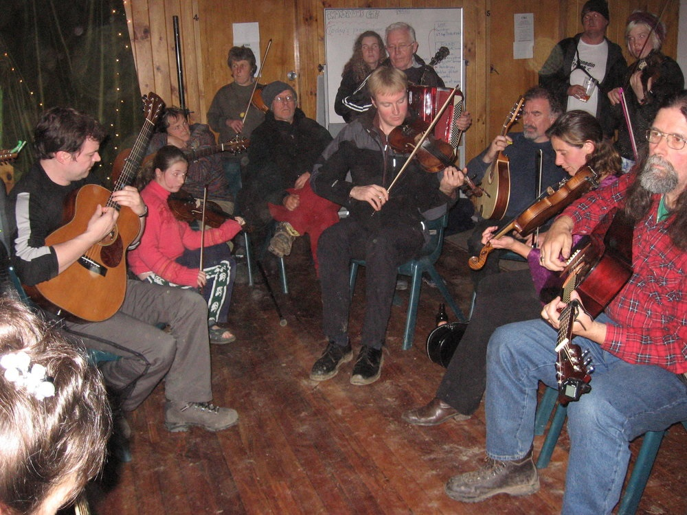 A LATE NIGHT SESSION IN THE HALL AT WHARE FLAT FOLK FESTIVAL (2006/7)