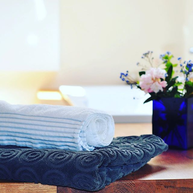 Store your towels with a few drops of lavender essential oil. #cleanwithfood #essentialoils #lavender
