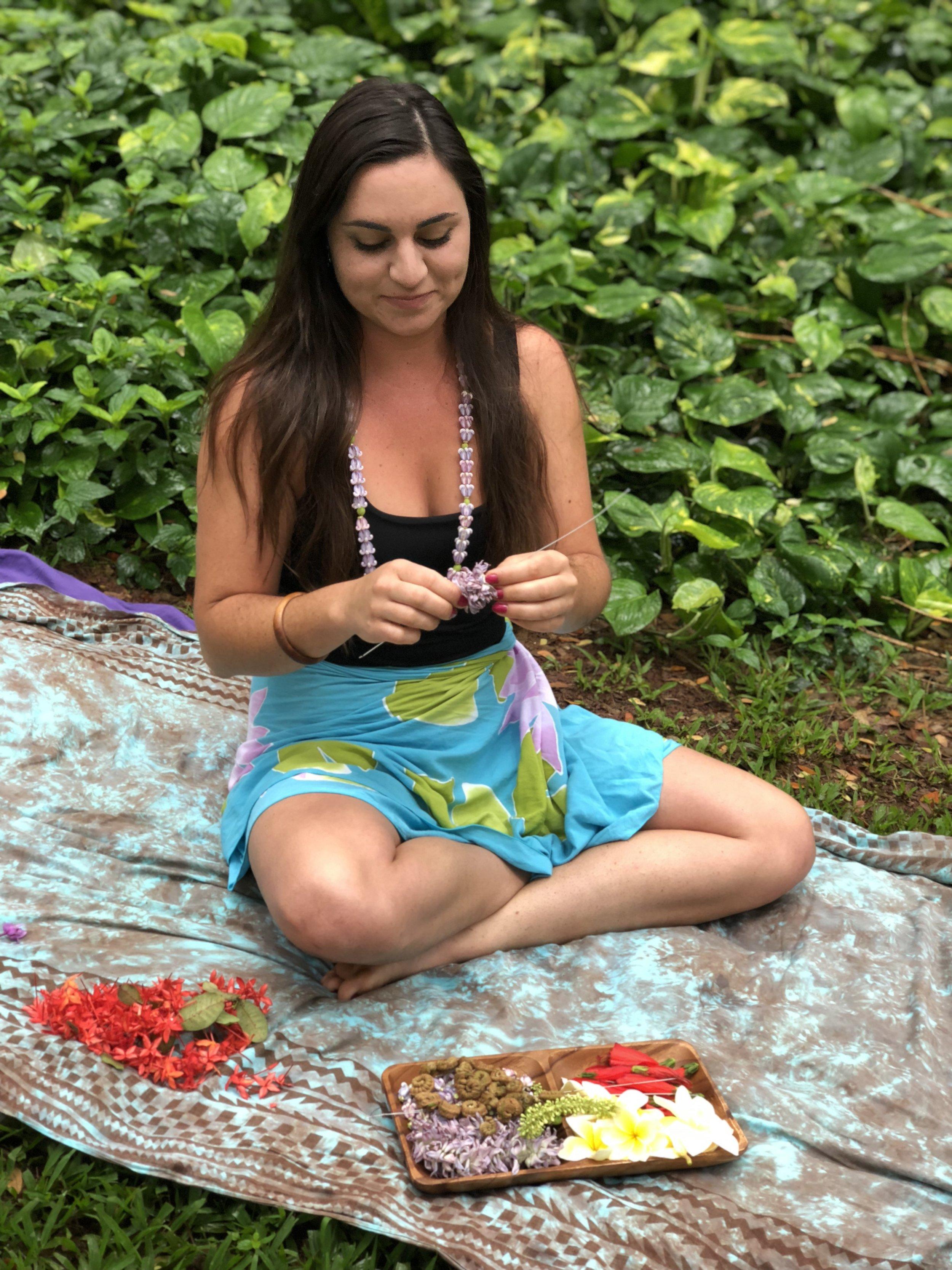 hawaii-flora-fauna-lei-making