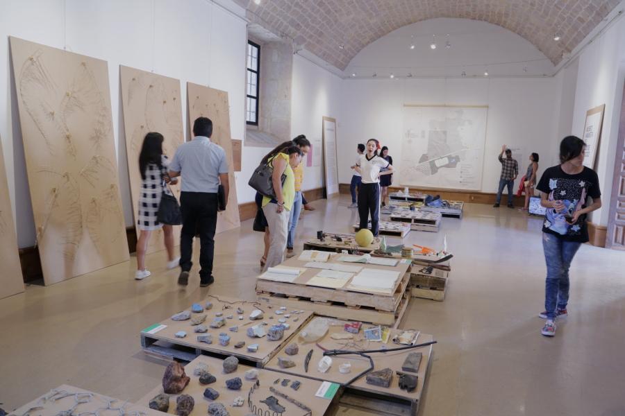 Visitas guiadas a la colección del MALT en el Centro Cultural Clavijero, Morelia, México.    Guided tours to the AMLT's collection at Clavijero Cultural Center, Morelia, Mexico.