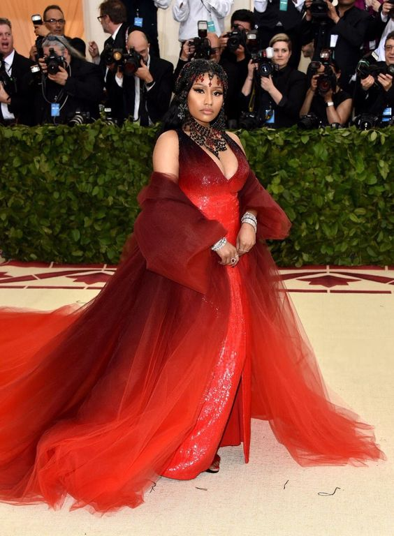 Nicki Minaj's headpiece was absolutely gorgeous! The gown was simple but I liked how it fit the Heavenly Bodies theme with a bad/evil vibe.
