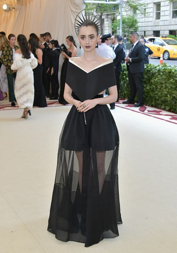 Lily Collins looked stunning in her dark dramatic gown! I like how her headpiece surrounded her bun and not her entire head.