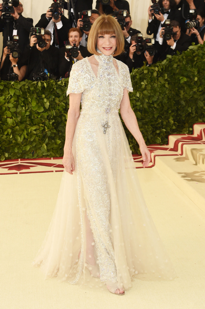 Anna Wintour stunned in an elegant angelic look! I love how she went with a simple look that complimented her signature haircut.