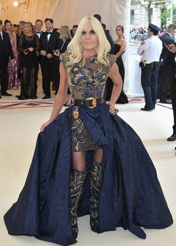Donatella Versace looked amazing in her navy blue and gold gown. The boots were my fave part of the look! I'd just like to note how hard-working the Versace house was because they styled at least 5 different celebs (including Gigi Hadid and Zendaya) for the evening.