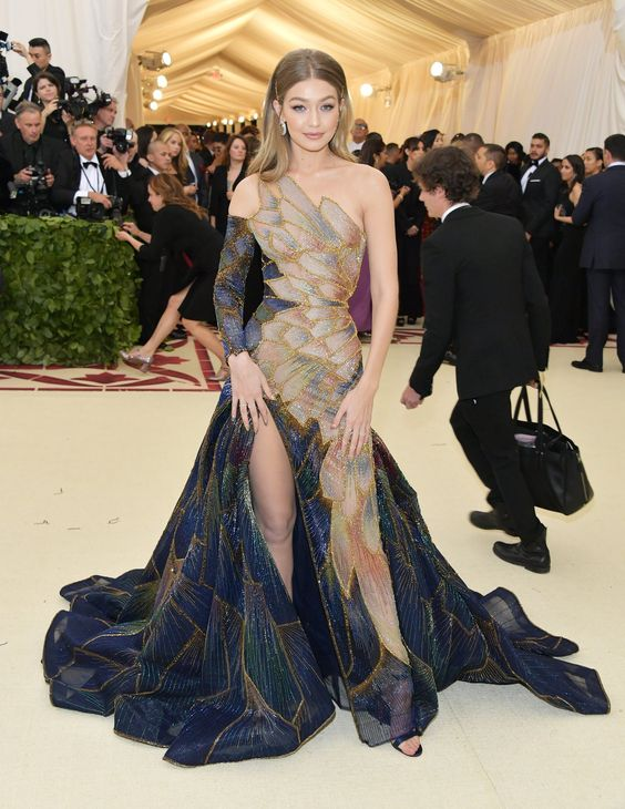 Gigi Hadid looked stunning in a gown that was said to resemble a stained glass window. I loved it!