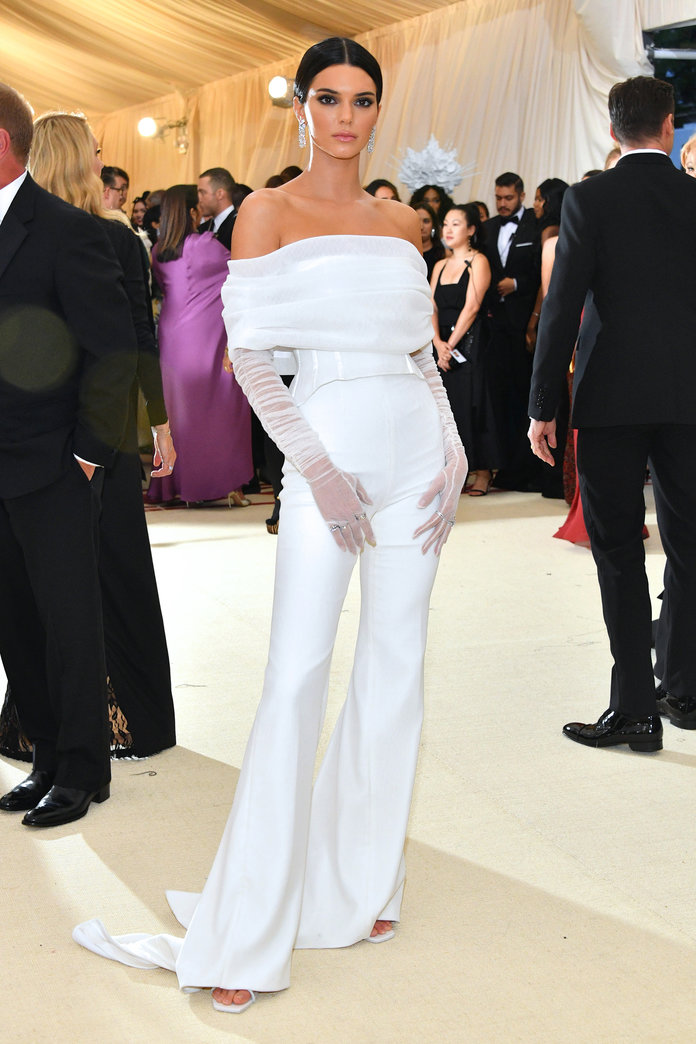 Kendall Jenner didn't even try with this look! Dissappointed but not surprised.