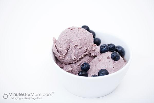 Blueberry-Avocado-Frozen-Yogurt-bowl.jpg