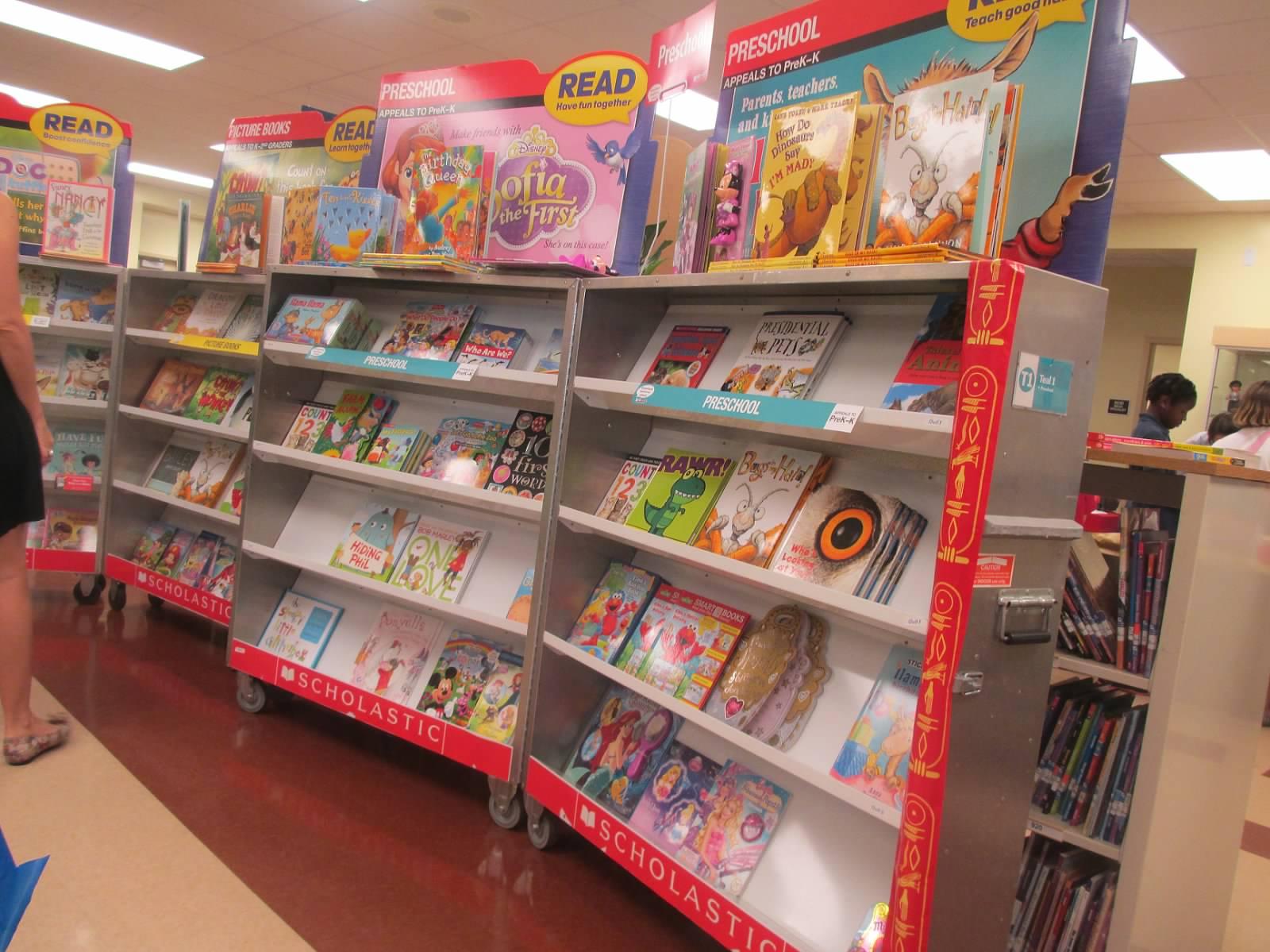 bookfairshelves.JPG