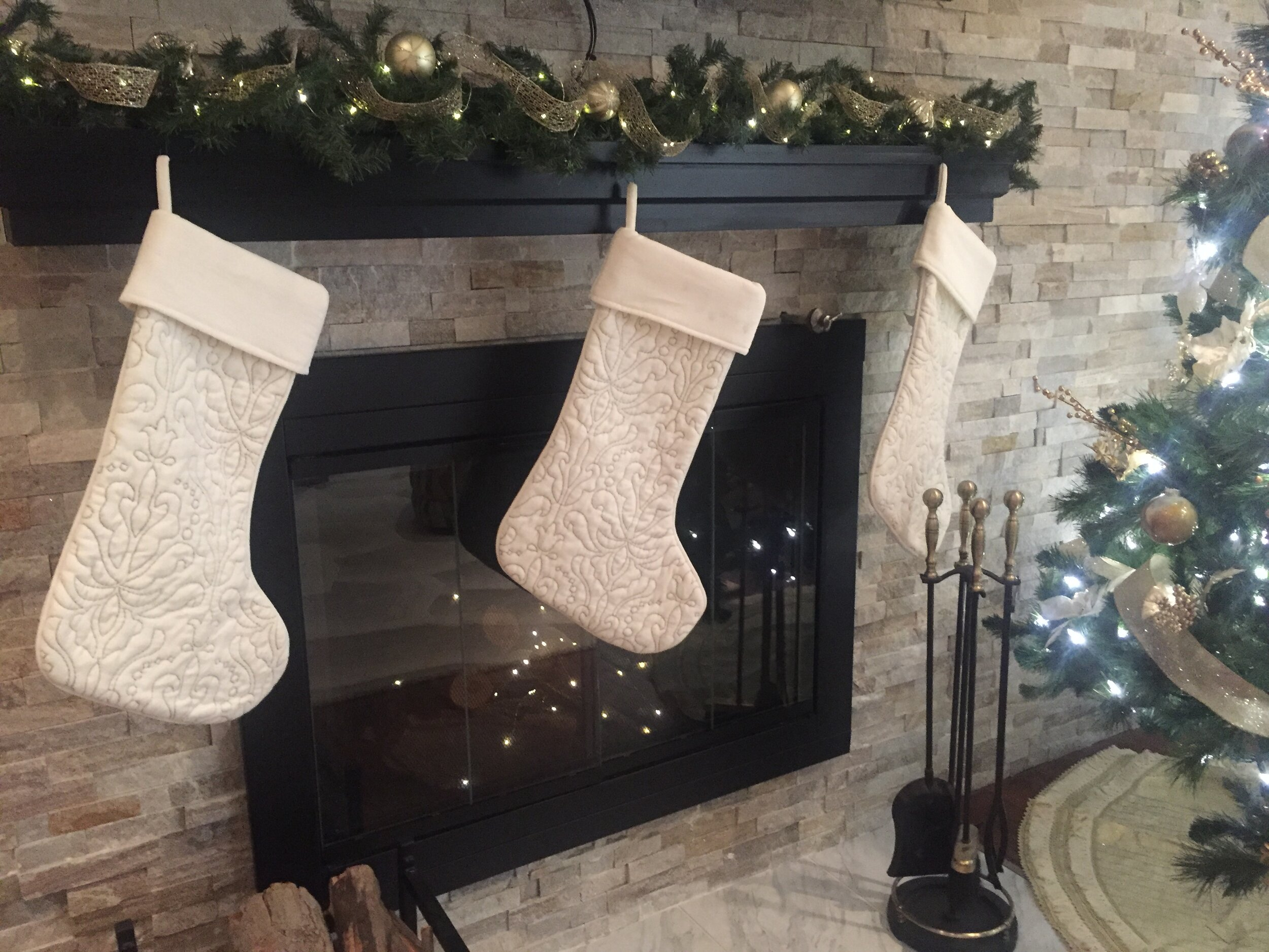 Christmas Mantel By ALOMA Home Staging & Design
