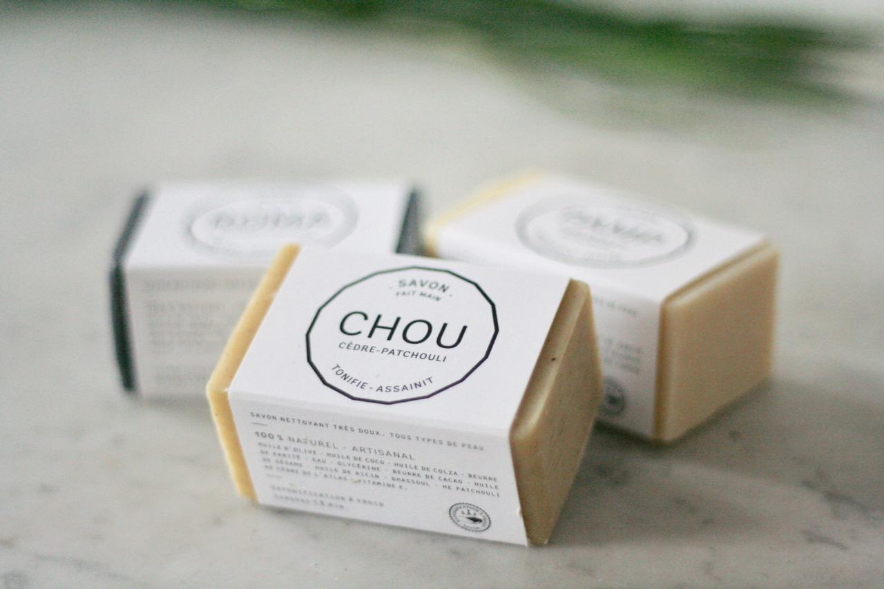 Savon artisanal bio - Soin de Soi   Ce savon surgras 100 % naturel et bio est fabriqué artisanalement au Spa Soin de Soi à côté de Bordeaux. La saponification à froid permet de conserver tous les bienfaits des ingrédients, et de vous offrir le meilleur pour votre peau. Fini les gels douche !