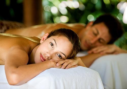 couple receiving a combination massage at bangkok day spa