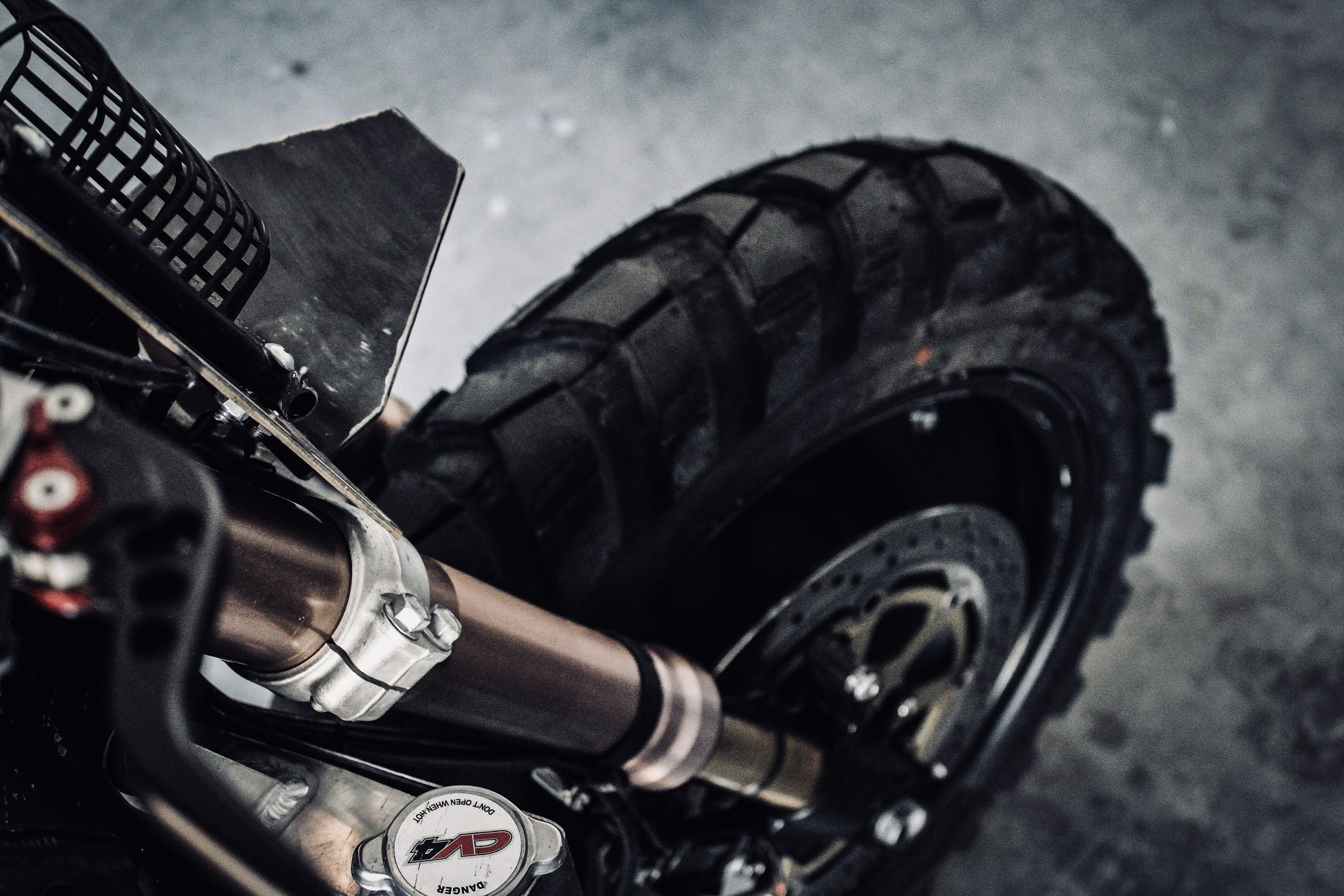 - // TIRESThe ideal tire for any situation. Built tough with a serious bite these tires are adventure ready. With long lasting tread and an aggressive appearance they are the perfect set for your DM-011.