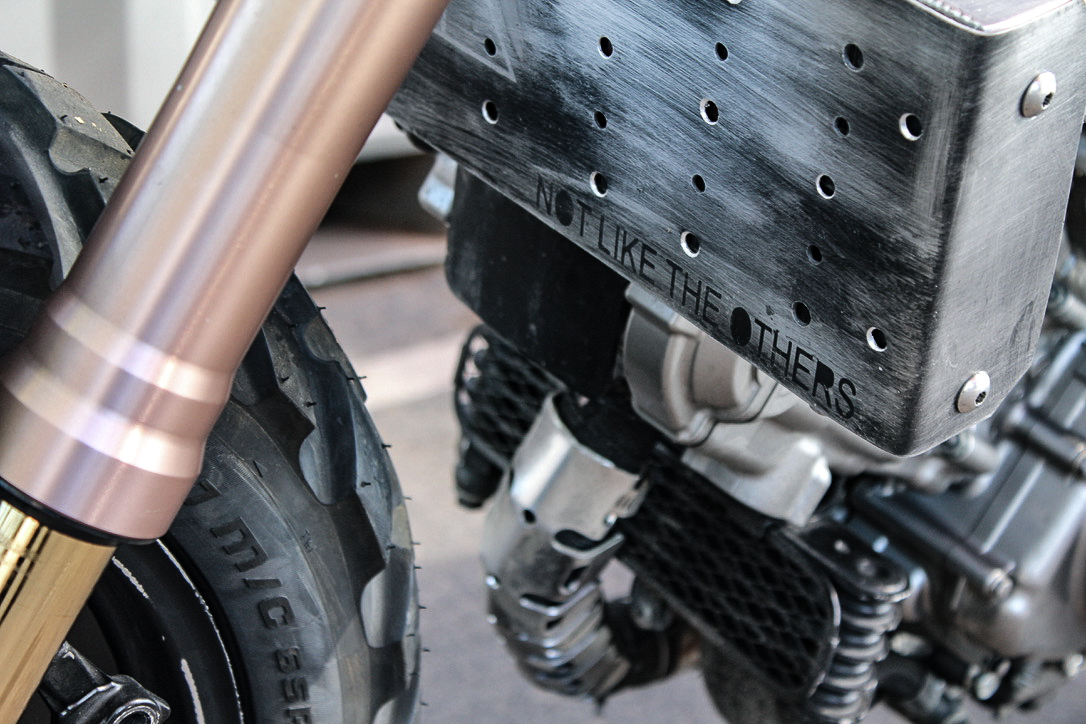 - // SUSPENSIONDM-011 is fitted with an all new high end suspension system aiding in rider comfort and performance. The suspension is completely adjustable so that you can take on the elements with ease.