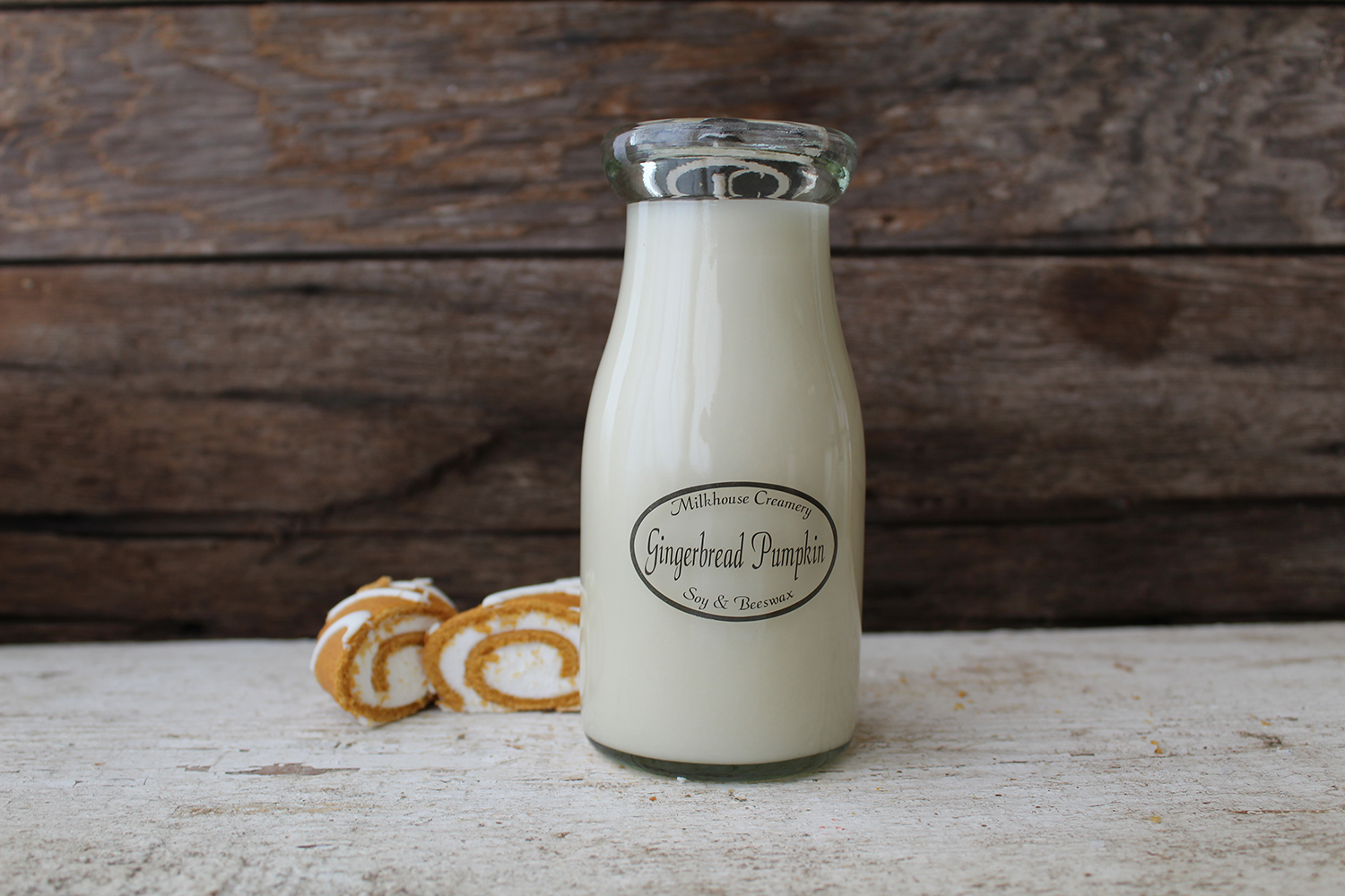 Gingerbread pumpkin? Yes please. The owners behind these candles are inspired by Midwestern agriculture, and use a beeswax and soy wax blend, from US soybeans. Milkhouse Creamery also offers  a Sugar Plum scented candle ...and  Apple Streudel ...yum. Gotta stop browsing Milkhouse candle scents...