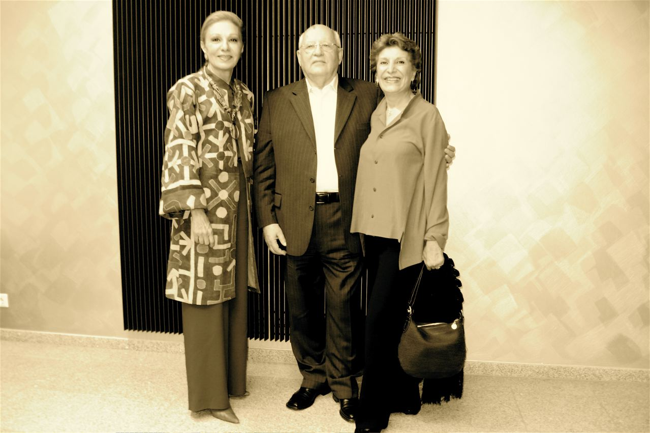 Afkhami (right) with Farah Pahlavi & Mikhail Gorbachev at the Challenge Future Conference (Germany / 2007)