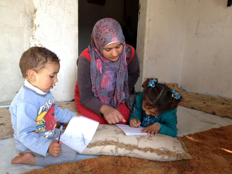 Bushra in a refugee camp in Lebanon with her children (E. Byun / UNHCR)