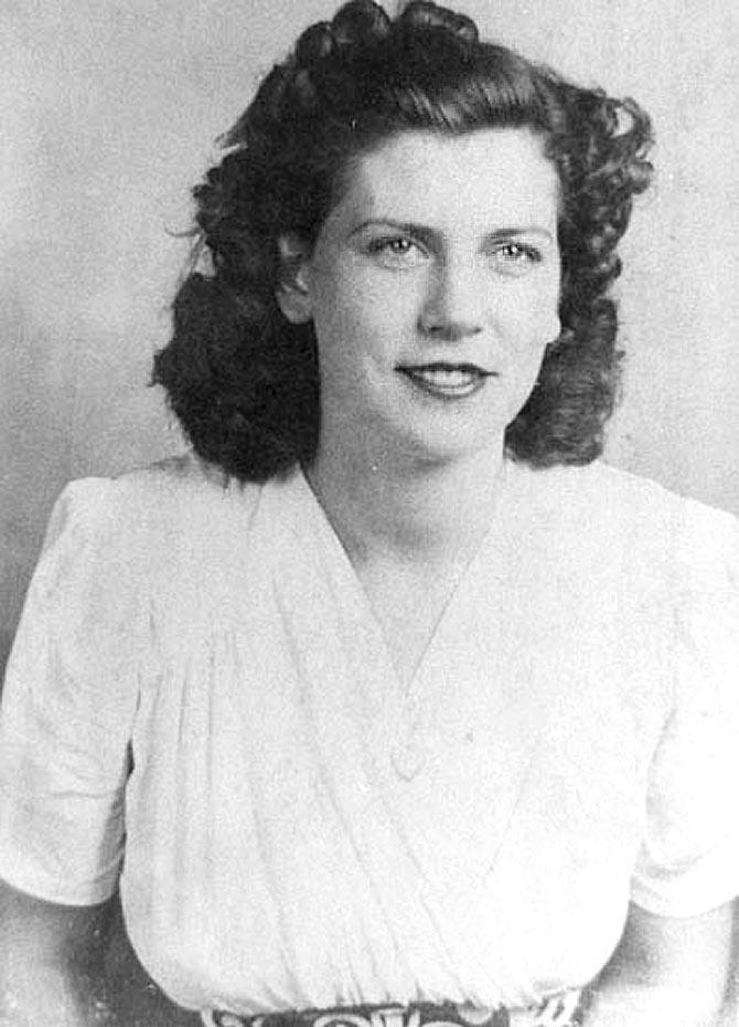 Margaret Knight was a American inventor who most famously invented a machine to make flat-bottom paper bags. Prior to her invention, all paper bags were made inefficiently by hand or people would carry goods home in a fragile paper cone or envelope. A man, Anan, saw her machine in action and patented her machine before her, but she sued him and won.