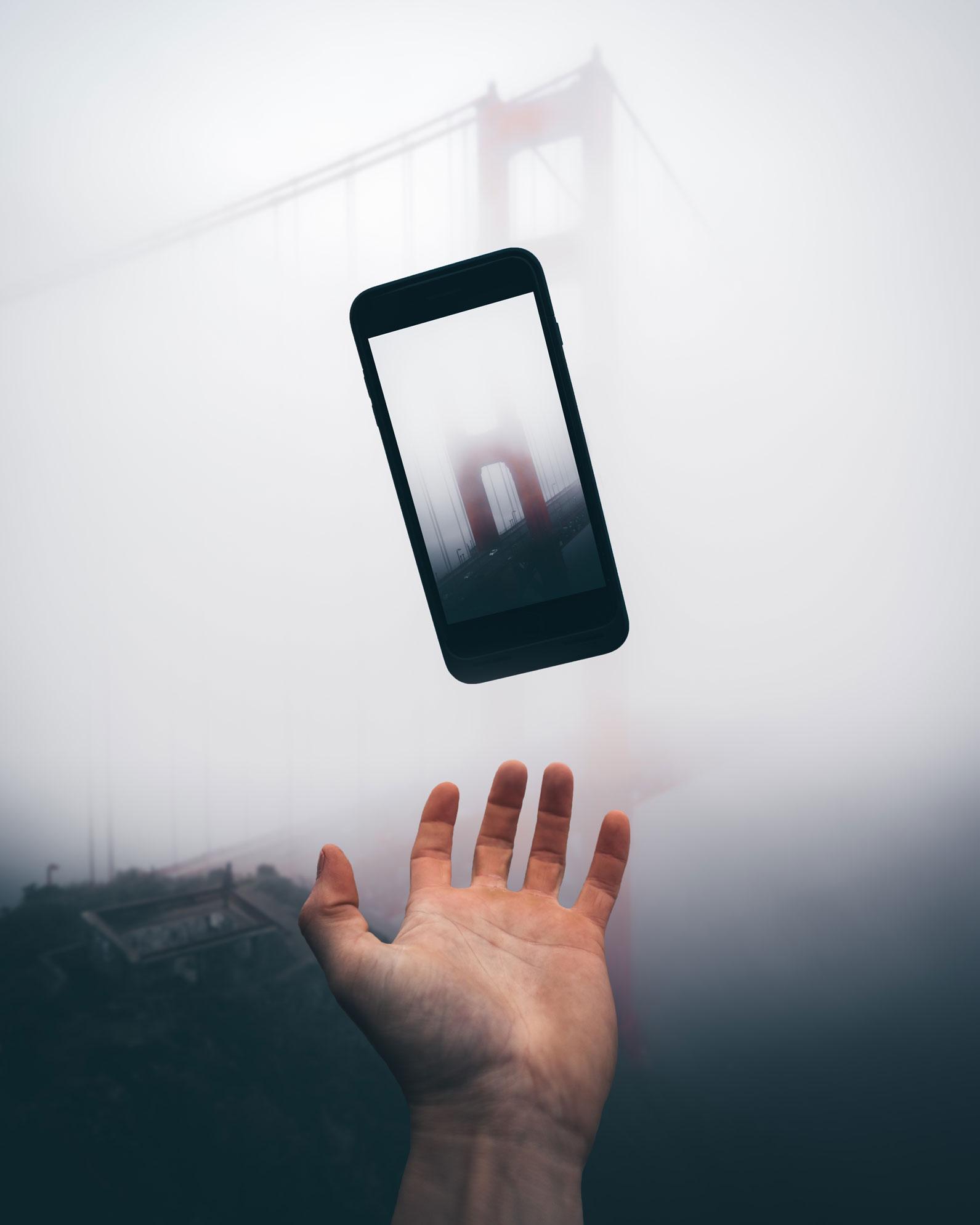 Golden-Gate-Fog-iPhone.jpg