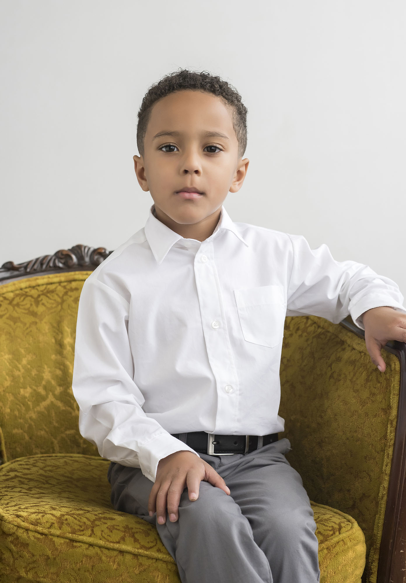 boy posing on couch for family photos