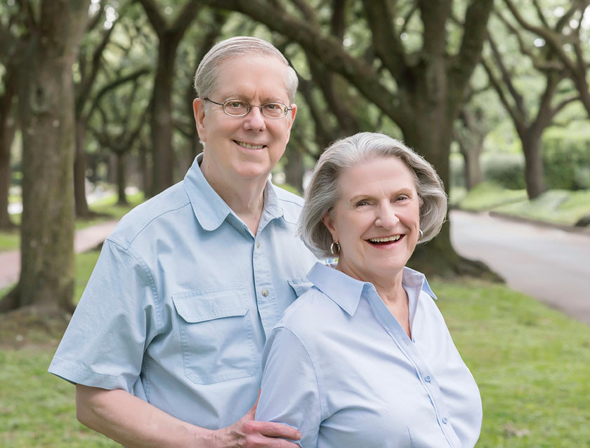 Close-up-of-Grandparents-Casually-Posed-Bellaire-Photographer.jpg