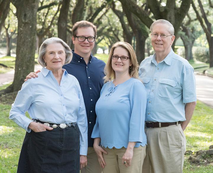 Parents-Kids-Wearing-Blue-Shirts-Photos-South-Blvd-Photography.jpg