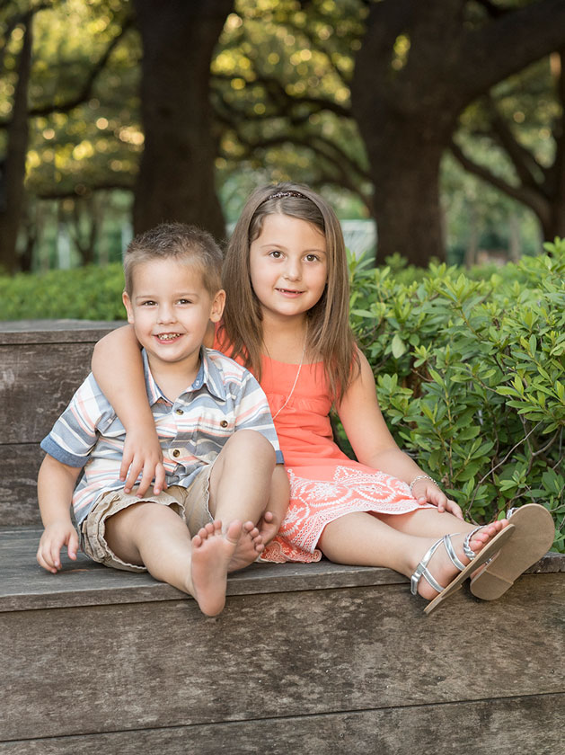 Sibling-Location-Portraits-Bellaire-Photographer.jpg